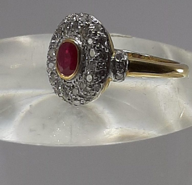 Bague ancienne Rubis pavage diamants sur or 18k