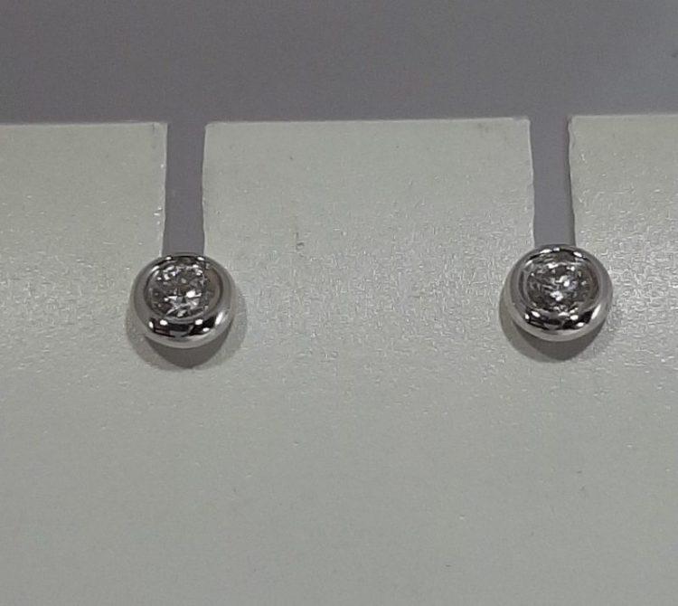 Boucles d'oreilles diamants serties clos