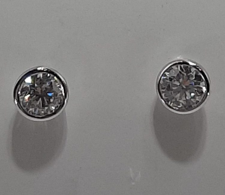 Boucles d'oreilles diamants serties clos